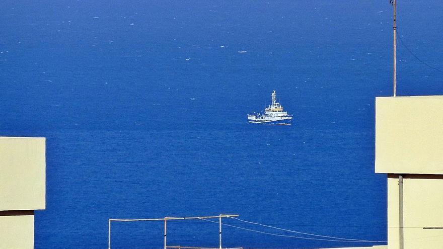 El 'Ángeles Alvariño' comienza a rastrear el fondo marino en aguas de Santa Cruz