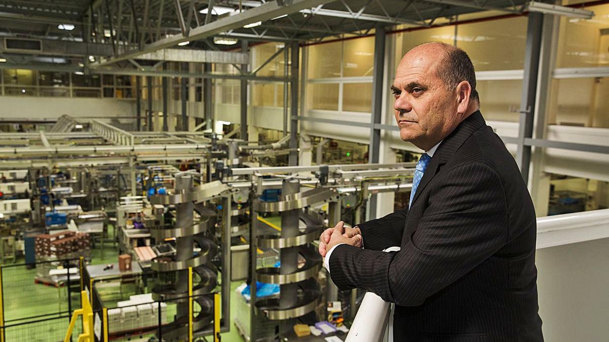 El presidente de Valor, Pedro López, en la fábrica de la compañía.