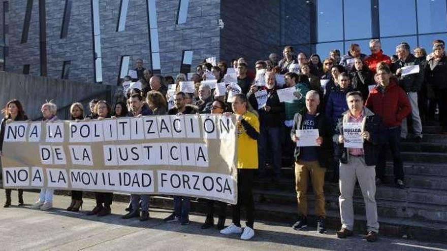 Los funcionarios de Justicia, contra la reforma judicial en Gijón