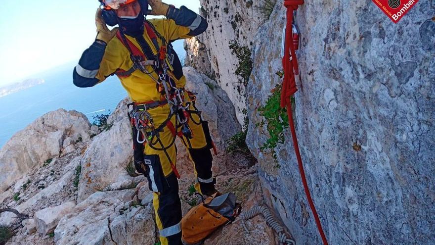 Rescatan a un escalador tras caer de 10 metros en el Penyal d'Ifac