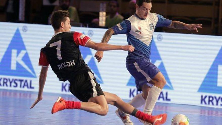 Carles Corvo, jugador delManresa FS,  és campió de la Premier Futsal a l'Índia