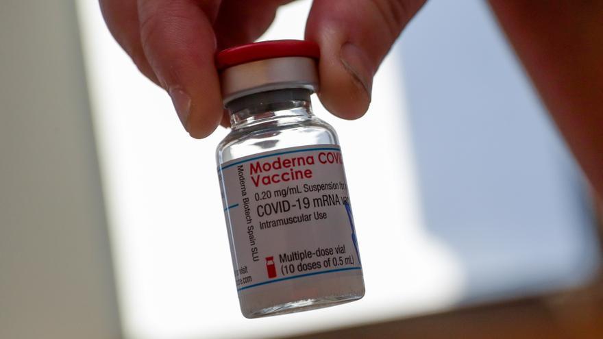 La vacuna de Moderna también necesitará una tercera dosis de recuerdo