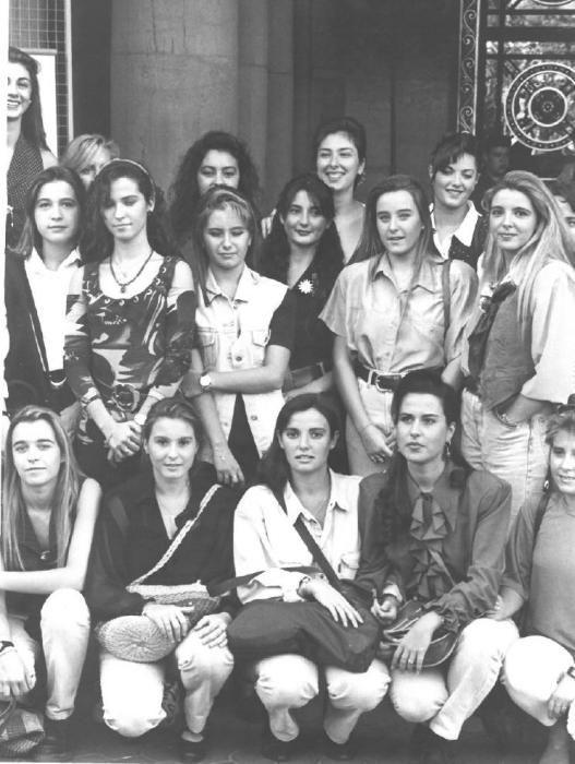 La elección de 1993 estuvo precedida de un hecho inusual: las finalistas fueron invitadas a pasar una jornada de convivencia. Fue en octubre, un mes antes de la elección, y los jurados no estuvieron presentes porque no se conocían.