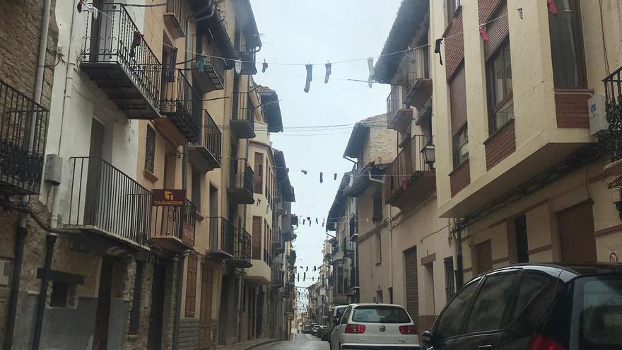 Calcetines colgados en las calles ¿Qué está pasando en este pueblo de Castellón?