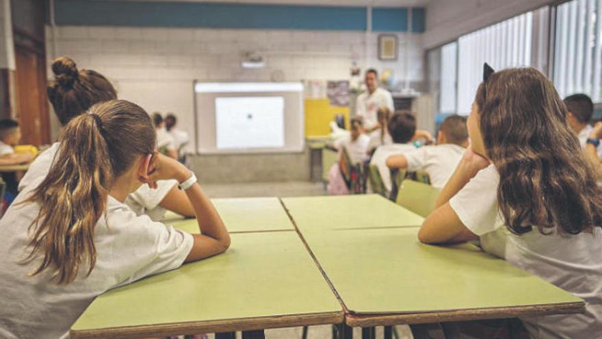 """La comunidad educativa considera """"imposible"""" iniciar el curso el día 15"""