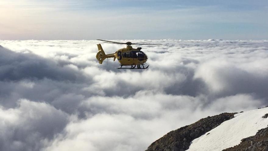 Rescatan a seis senderistas desorientados por la niebla en Cabrales