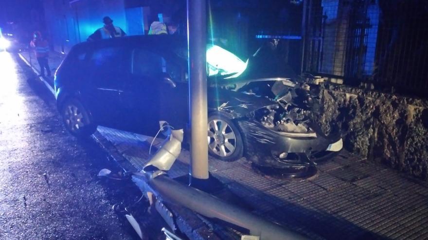 Un herido y dos horas de tráfico intermitente en A Anllada por un aparatoso accidente