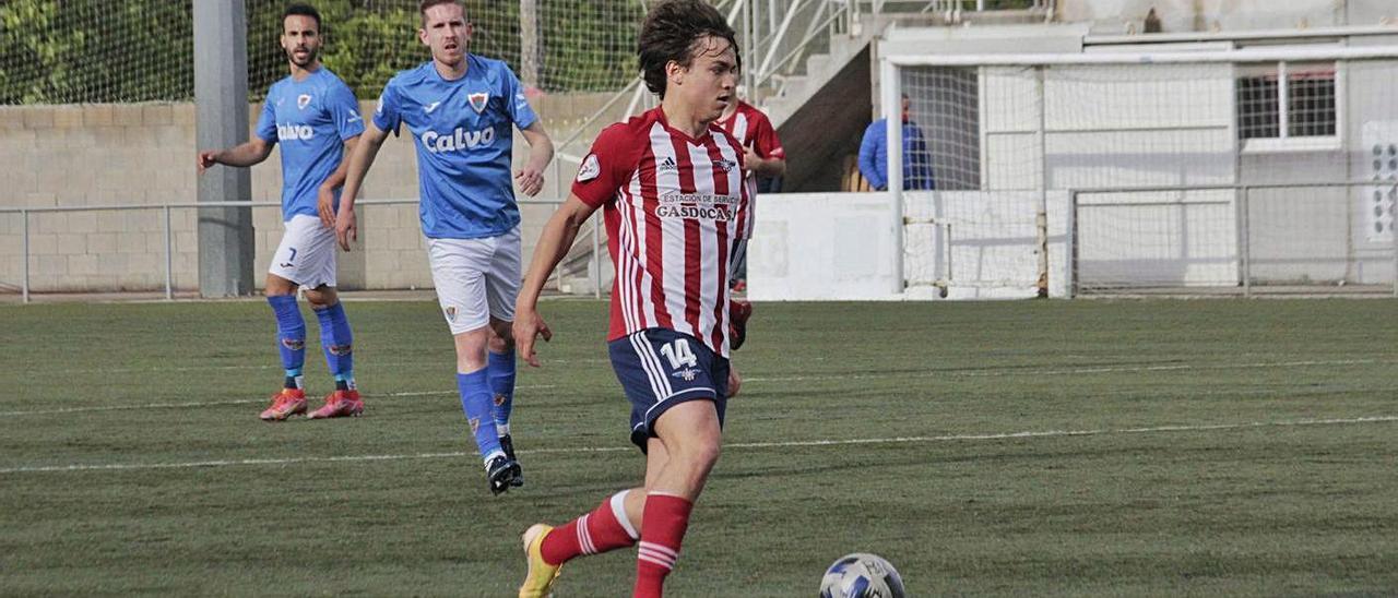 Cacheda, uno de los jugadores que entró en las rotaciones en el encuentro contra el Bergantiños. |  // S.A.
