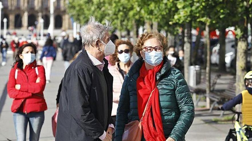 ¿Un verano sin mascarilla en Asturias? Los expertos lo ven difícil: solo los vacunados y en condiciones muy limitadas