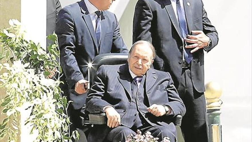 Buteflika dimite como presidente de Argelia tras semanas de protestas