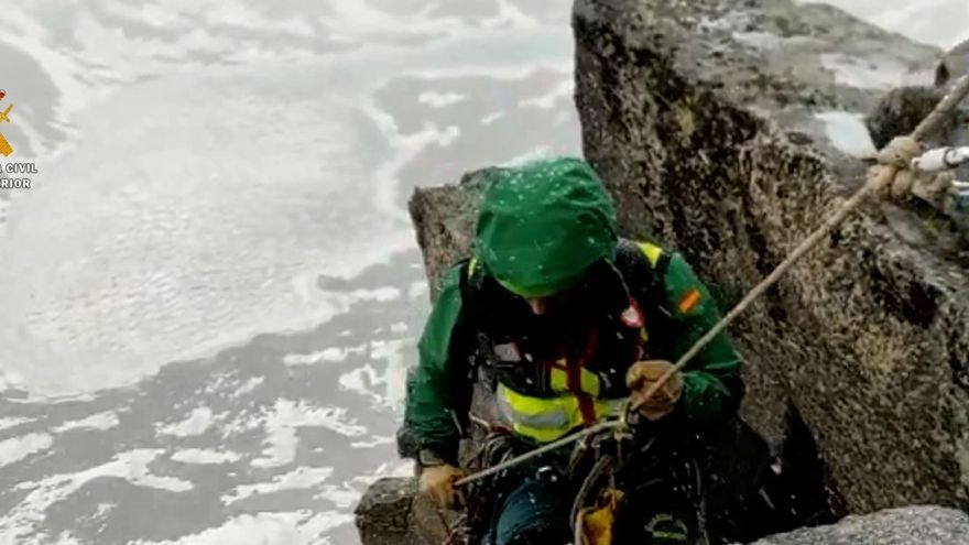 Complejo rescate de dos escaladores a más de 3.000 metros y bajo la nieve en el Pirineo