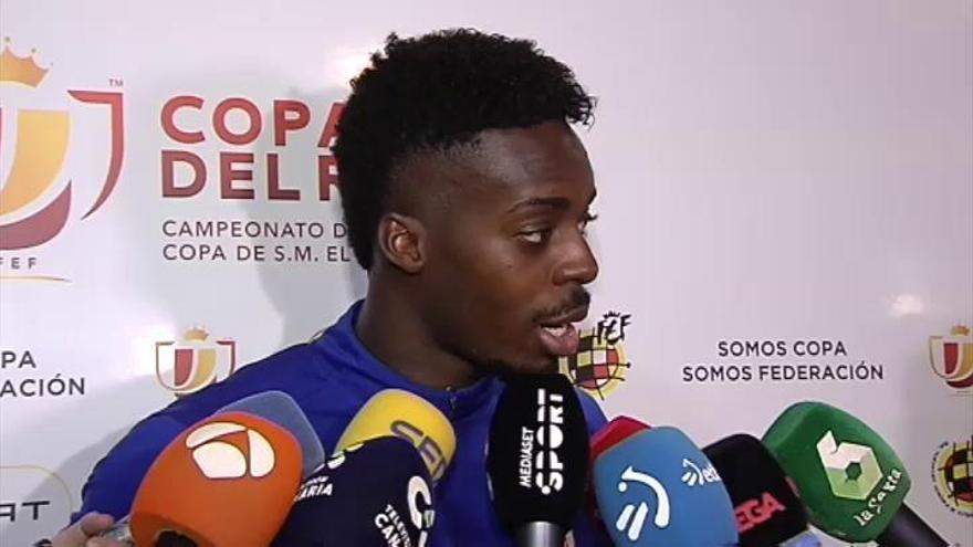 Iñaki Williams, muy emocionado con el apoyo de la grada en Tenerife