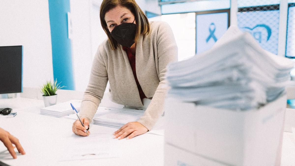 Astrid Pérez presenta sus avales para convertirse en candidata a revalidar su cargo como presidenta del PP de Lanzarote.