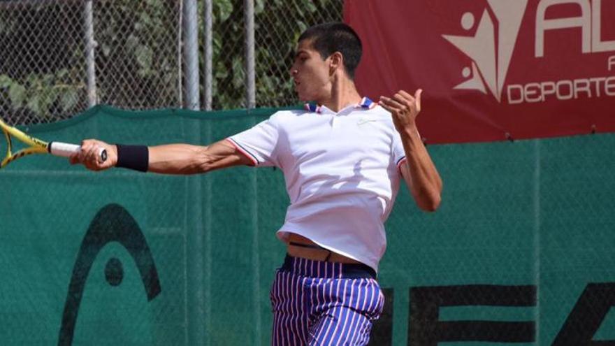 Carlos Alcaraz gana al número 68 del mundo en Villena
