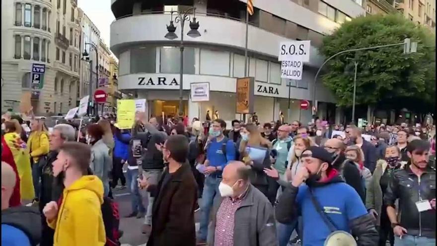 """Policías se manifiestan en Valencia contra la """"imposición de las mascarillas"""""""