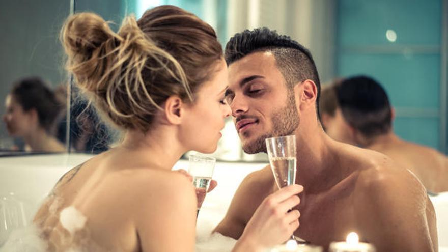 Estas son las bebidas que debemos evitar antes del sexo