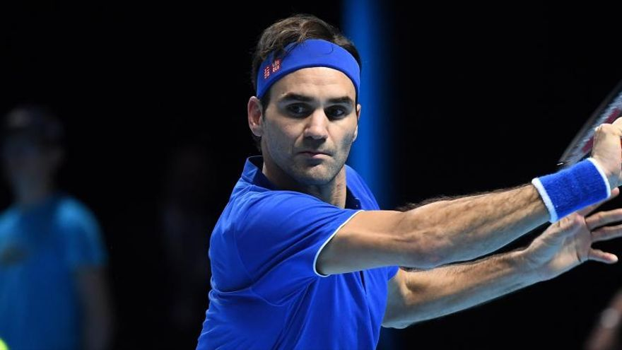 Federer derrota a Thiem y evita su eliminación