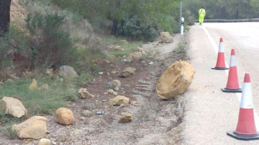 Desprendimientos de rocas y piedras en la carretera Peguera-Camp de Mar