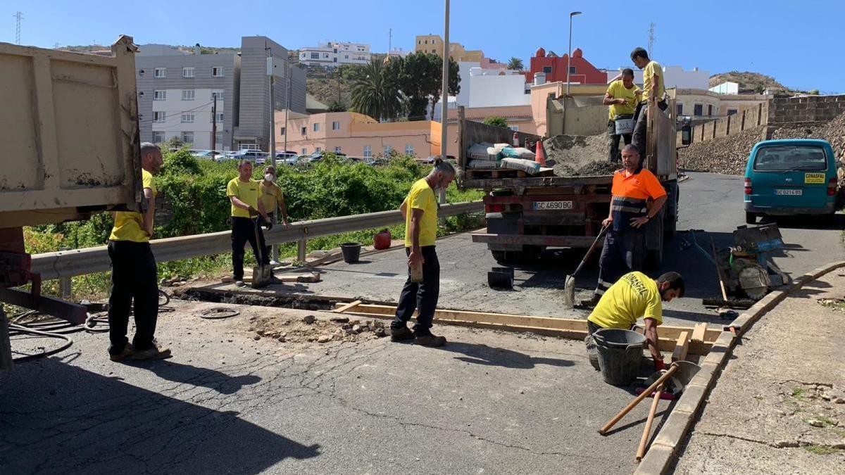 El Ayuntamiento de Santa María de Guía inició hoy las obras de reasfaltado desde la calle Real hasta la Cuesta de Caraballo