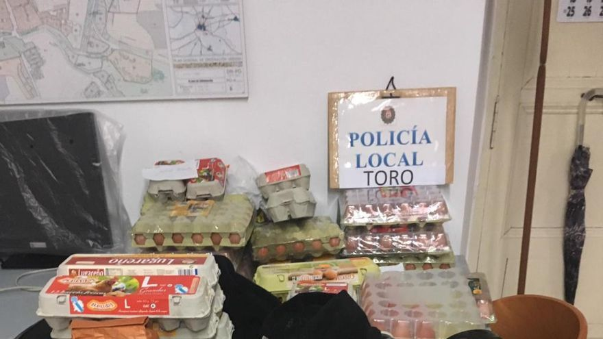 La policía confisca en Toro 60 docenas de huevos y más de 100 petardos en Halloween