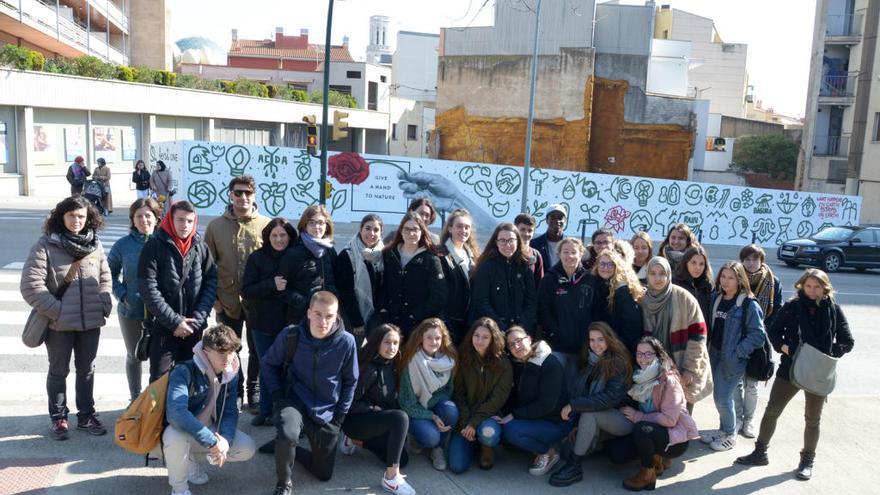 Un mural fet per joves dona veu a la natura, a Figueres