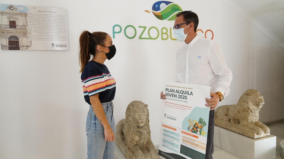 Marisa Guijo y Santiago Cabello, durante la presentación del Plan Alquila Joven de Pozoblanco.