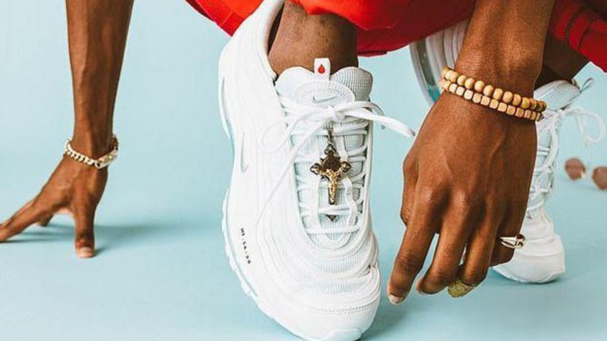 Nike saca a la venta zapatillas con agua bendita por 3.000 dólares y las agota en media hora