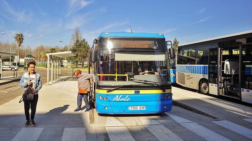 La Xunta inicia el nuevo plan de transporte público en toda la comarca con 34 líneas