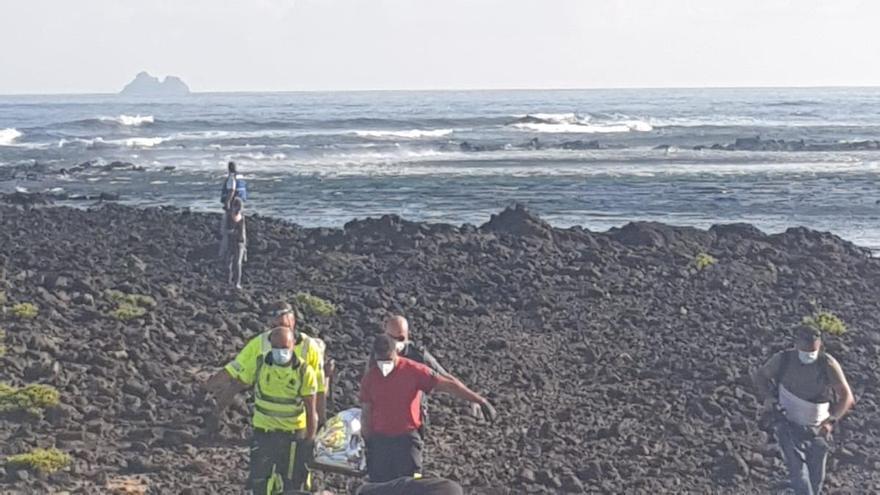 Helicóptero del GES en el dispositivo de búsqueda desplegado en la costa de Órzola (Lanzarote).