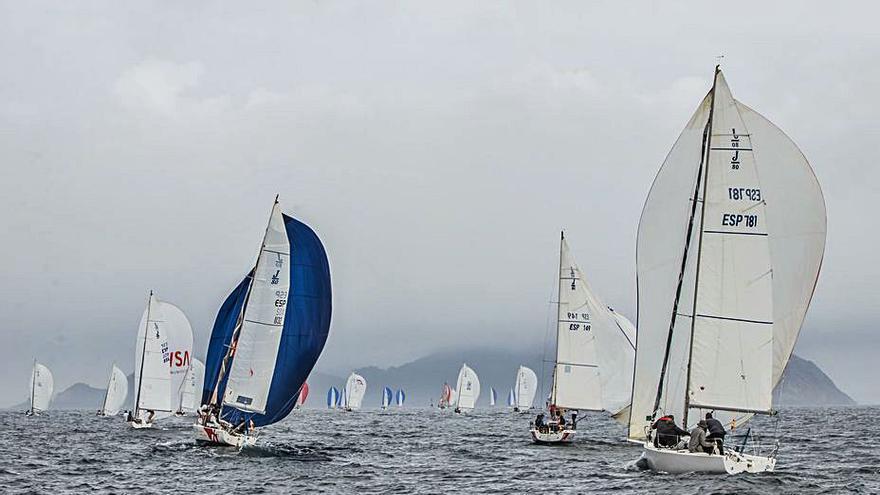 """El """"Vértigo Sailing"""" se impone en la segunda etapa y deja todo en el aire"""