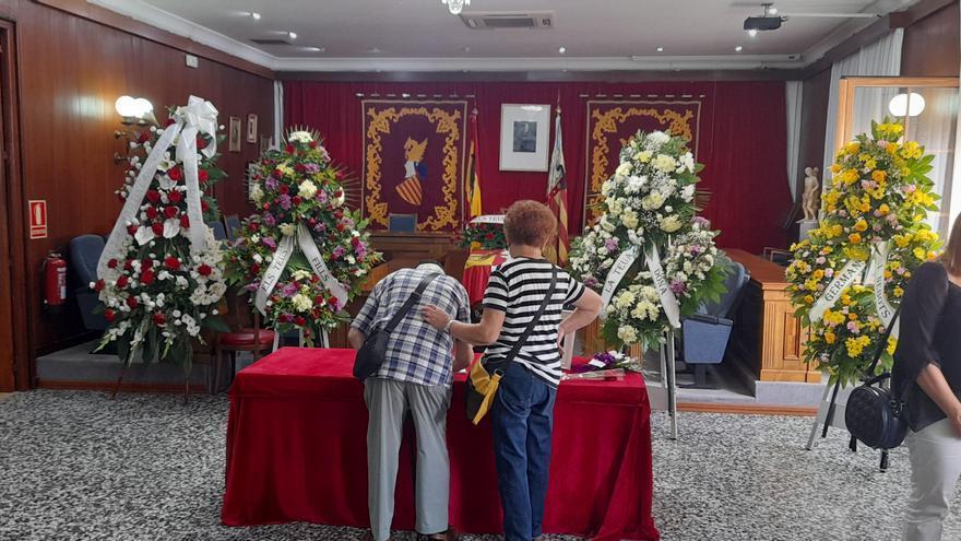 Vinaròs despide de manera multitudinaria al exalcalde Jordi Romeu
