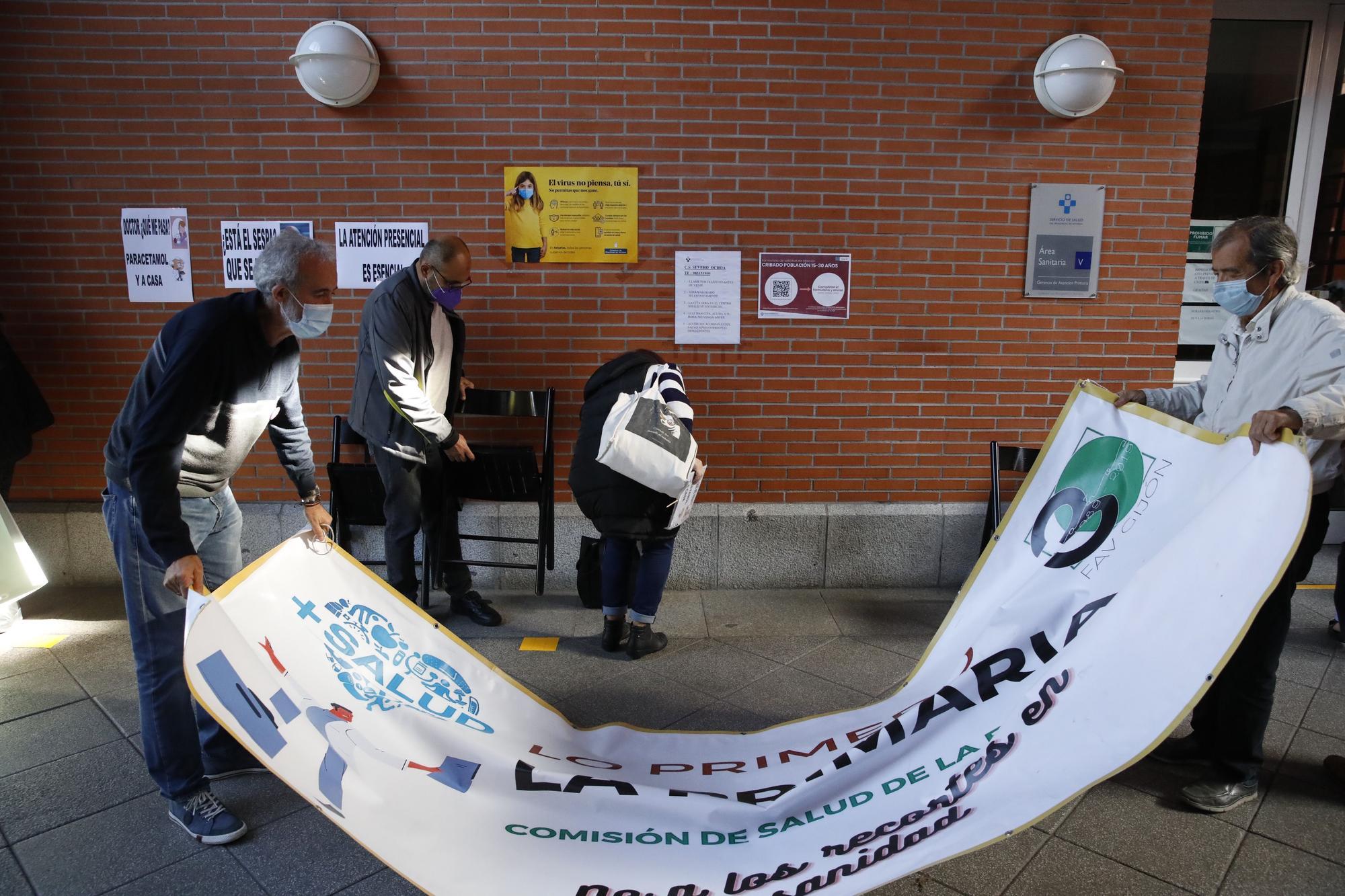 Protestas vecinales en Gijón para pedir la reapertura en horario de tarde de los centro de salud