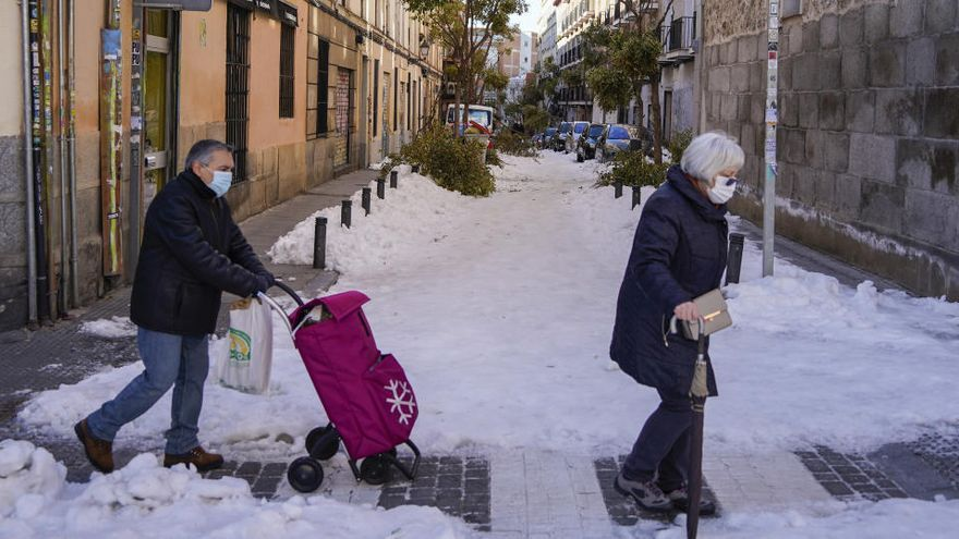 Piden extremar la precaución para evitar caídas tras registrarse casi 600 en Madrid en un día