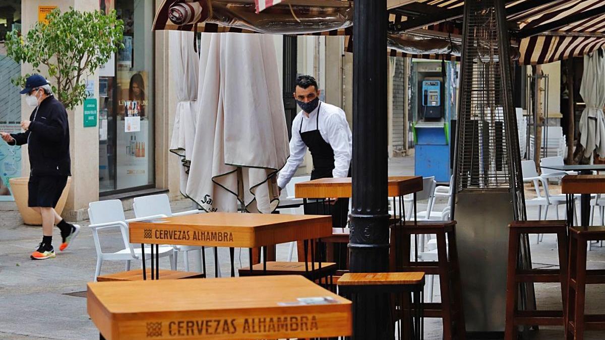 La subida del SMI hasta los mil euros incidiría en los 40.000 trabajadores de la hostelería.