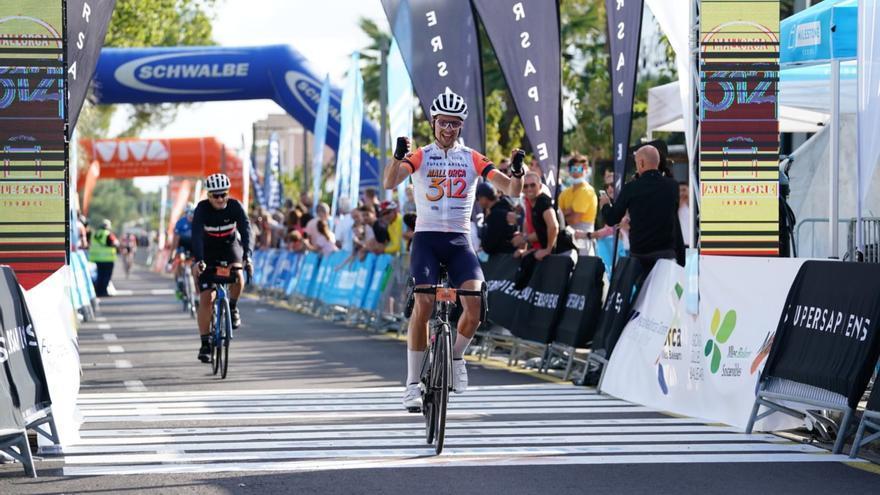 Unos 4.500 ciclistas recorren la isla en la Mallorca 312
