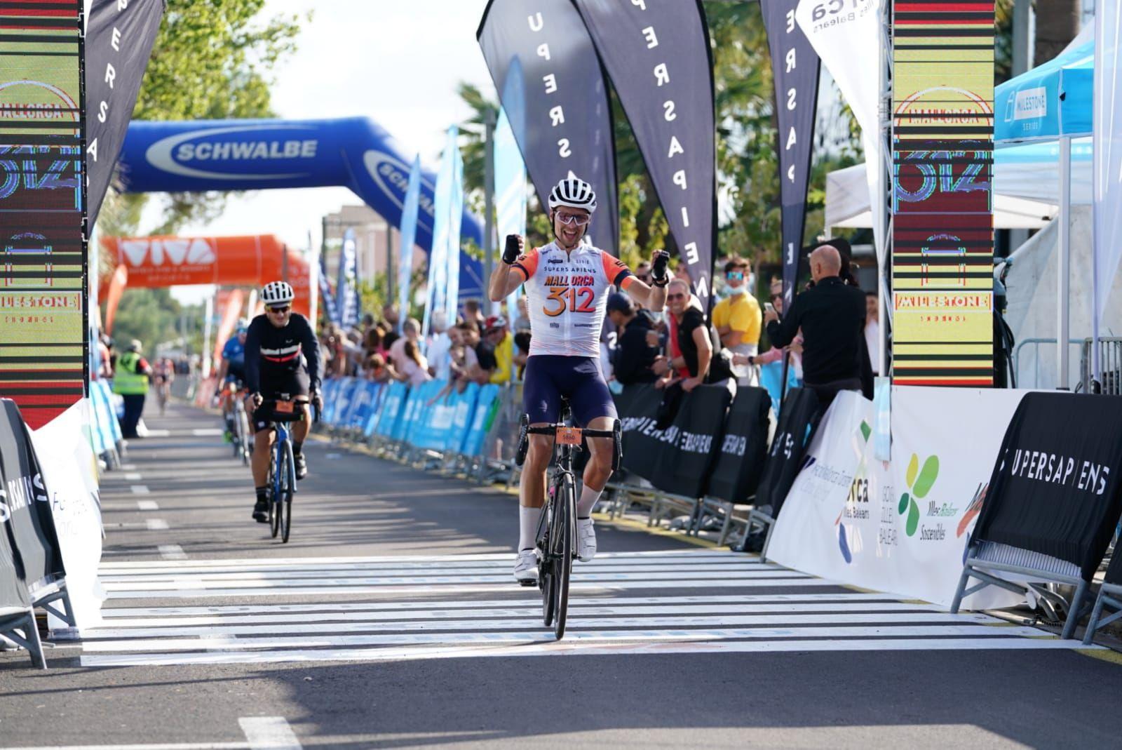 Unos 4500 ciclistas recorren la isla en la Mallorca 312