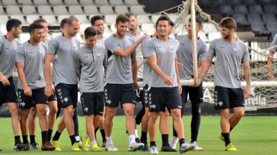 Guti convoca a 20 jugadores para el duelo ante el Atlético Levante