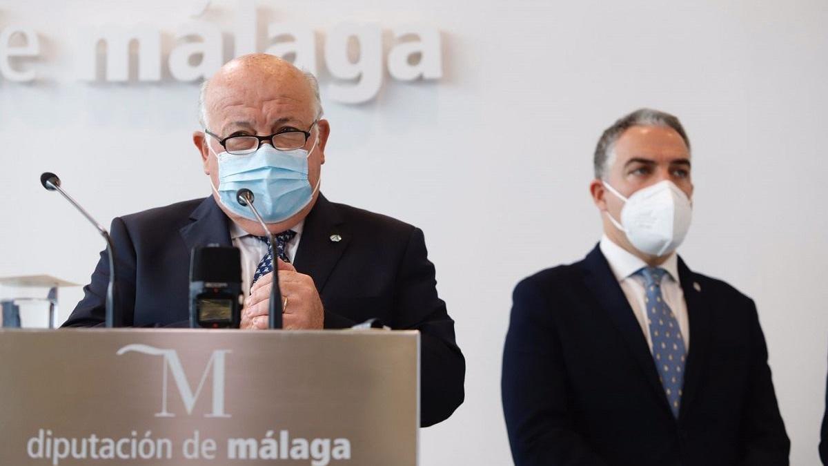 Andalucía recibe la mitad de las vacunas de AstraZeneca y tendrá que reorganizar la planificación