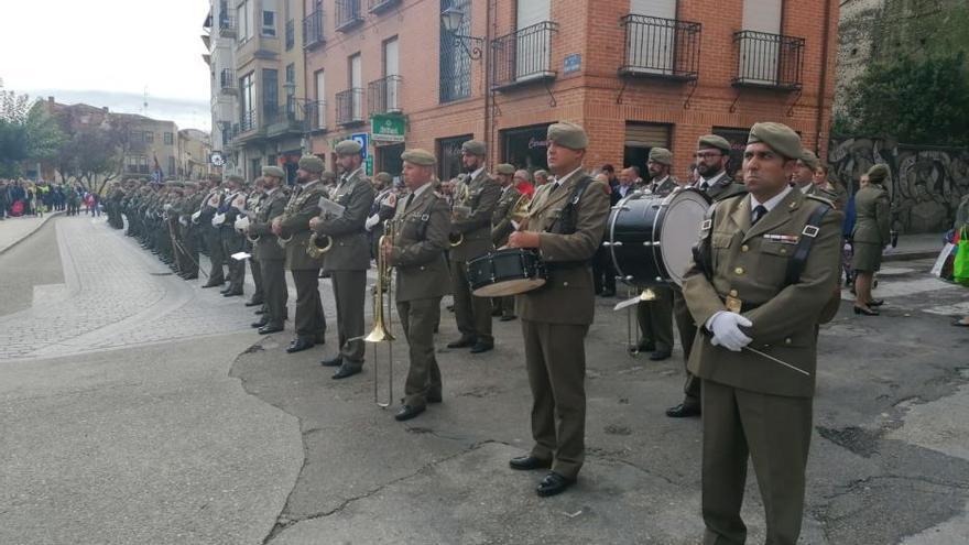 El Ejército rinde en Toro un homenaje a la bandera