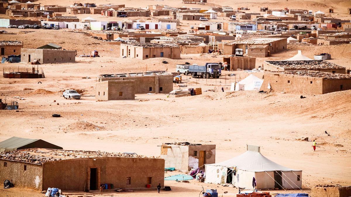 Poblaciones enteras, como los refugiados saharauis en el desierto argelino, dependen en gran medida de la cooperación española.