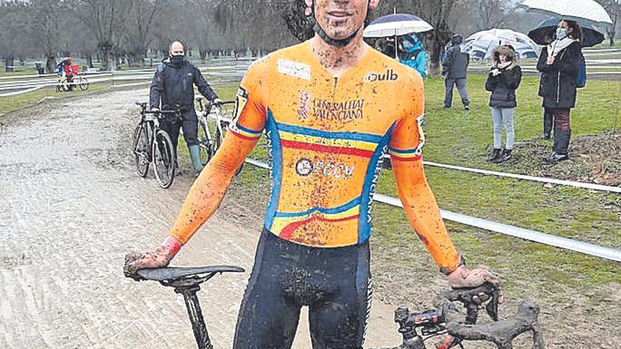 Cuatro ciclistas de la Safor disputan el Nacional con la selección autonómica