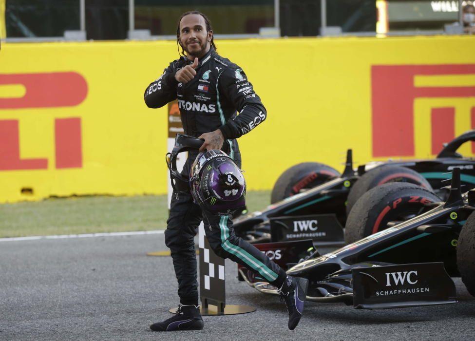 Hamilton gana en la Toscana