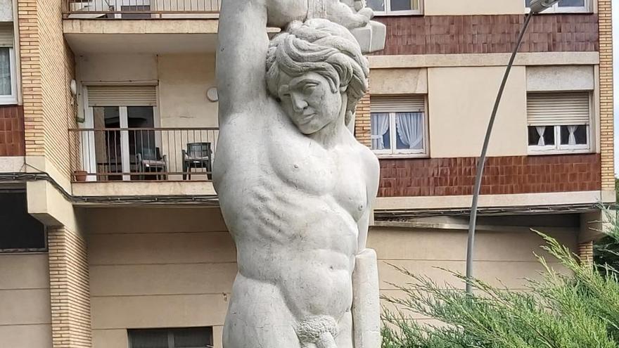 L'estàtua de Sant Jordi llueix a Manresa renovada i completa