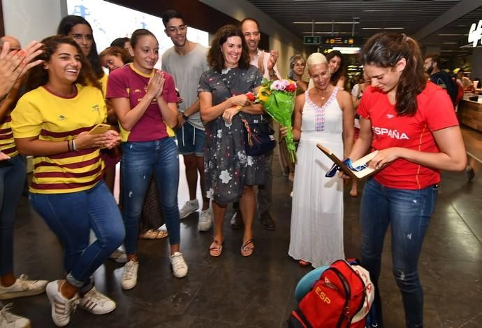22/07/2019 TELDE.  Llegada al aeropuerto de Gran Canaria de Elena Melían, medalla en el Mundial de Sincronizada.  Fotógrafa: YAIZA SOCORRO.  | 22/07/2019 | Fotógrafo: Yaiza Socorro