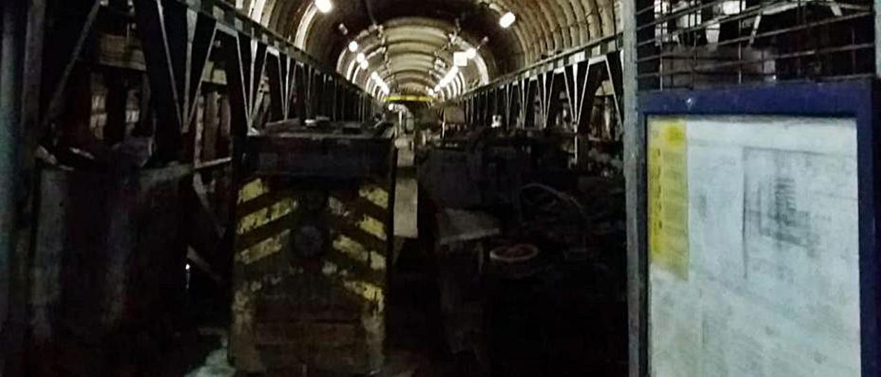 La sala de baterías de una galería en el pozo Santiago, en Aller, que sería óptima para albergar el almacén de vacunas.