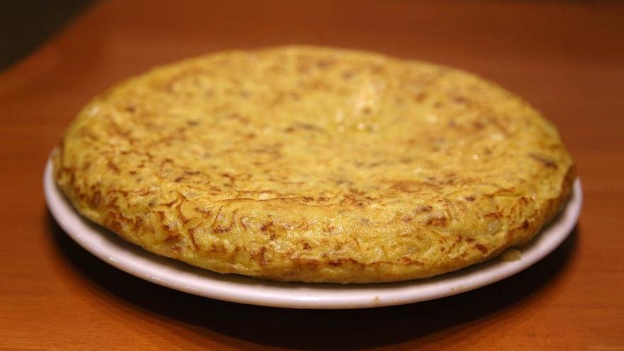 El truco para cocinar la tortilla de patatas perfecta en cinco sencillos pasas