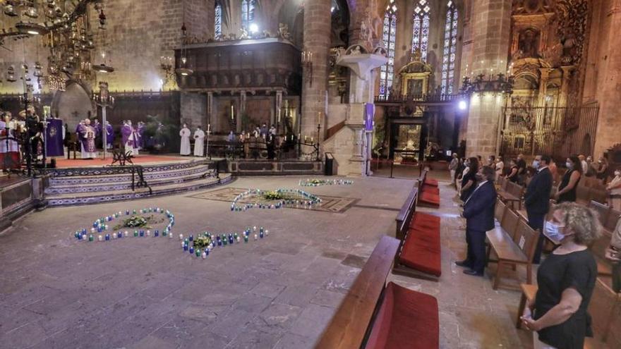 Gottesdienst in der Kathedrale für die Opfer der Covid-19-Pandemie