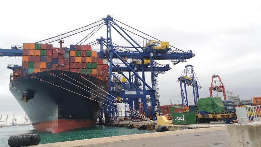 El parón de China reduce casi un 1% el tráfico de contenedores del Puerto de València