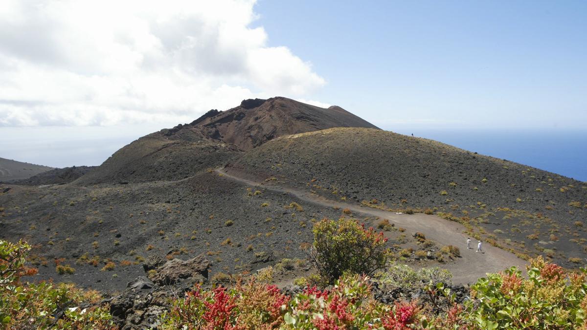 Vista general de uno de los volcanes de Cumbre Vieja.