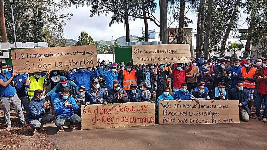 Migrantes de Las Raíces afirman que van a empezar una huelga de hambre